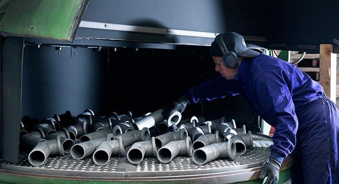 Fotografía que muestra procesos de acabados del aluminio