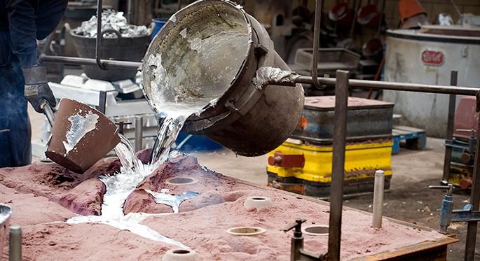 Fotrografía proceso de fundido en arena química